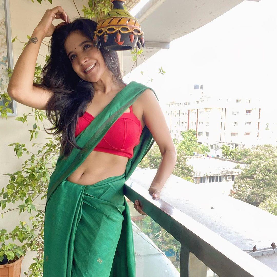 Sakshi Agarwal Photos in Saree7