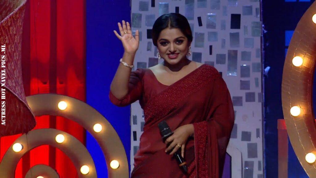 Meera Anil Hot Navel Show 1