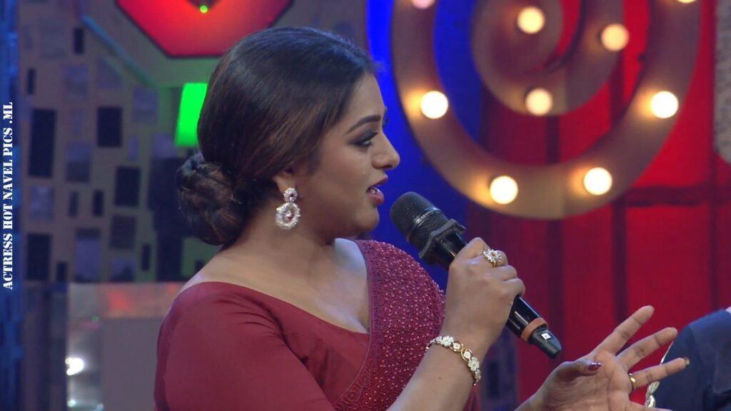 Meera Anil Hot Navel Show 4