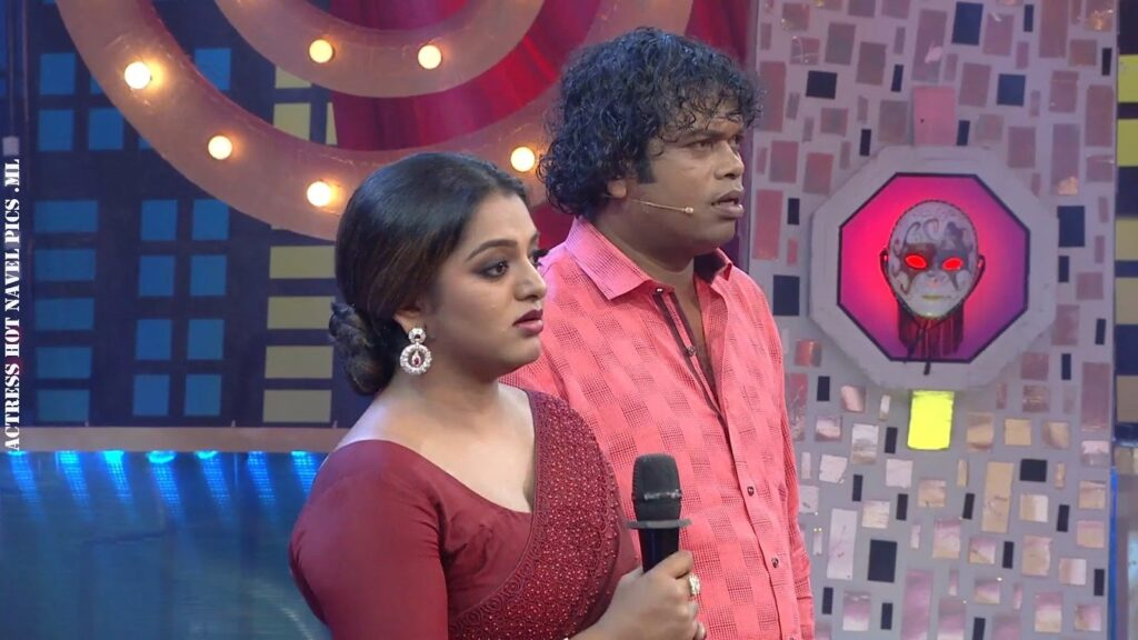 Meera Anil Hot Navel Show 5